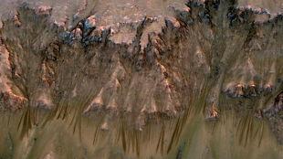 Woda płynie po Czerwonej Planecie?