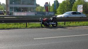 Wypadek motocyklisty. Maturzyści utknęli w korku