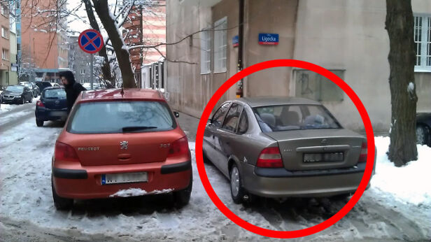 Pan Michał zaparkował w miejscu, w którym stoi srebrny opel Marcin Gula /tvnwarszawa.pl