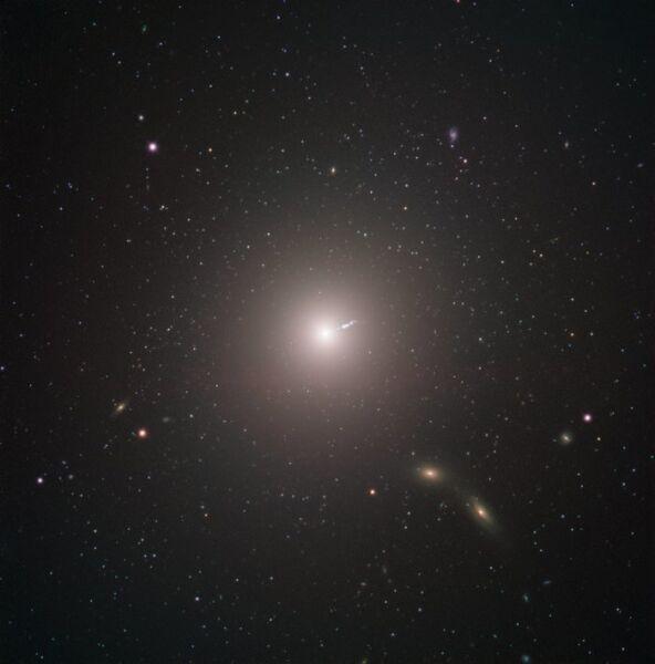 Galaktyka M87 (ESO)