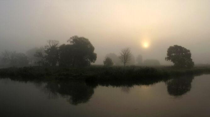Poranne mgły zaległy w Wielkopolsce