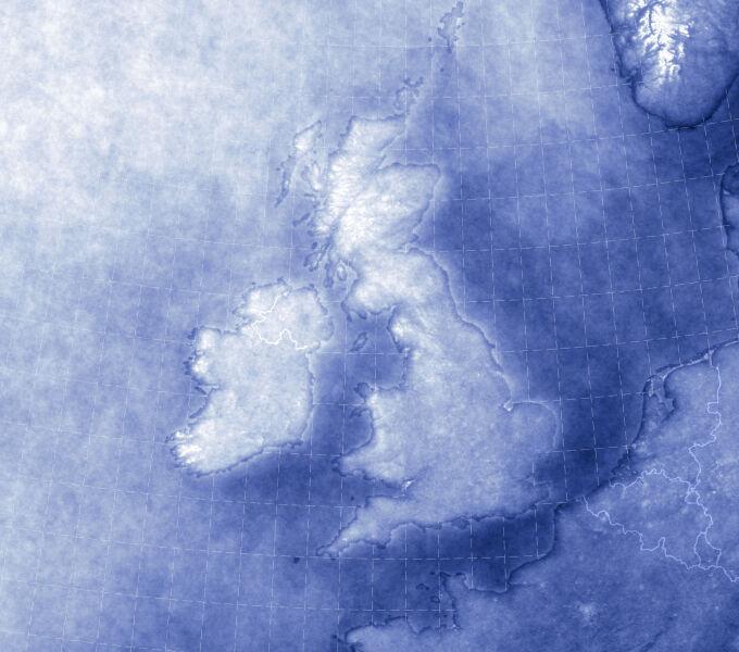 Najbardziej i najmniej zachmurzone obszary Wielkiej Brytanii w dniu 27 lipca w latach 2000-2017 (NASA Earth Observatory images/Joshua Steven)