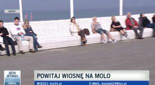 Sopockie molo zapełnili spacerowicze (TVN24)